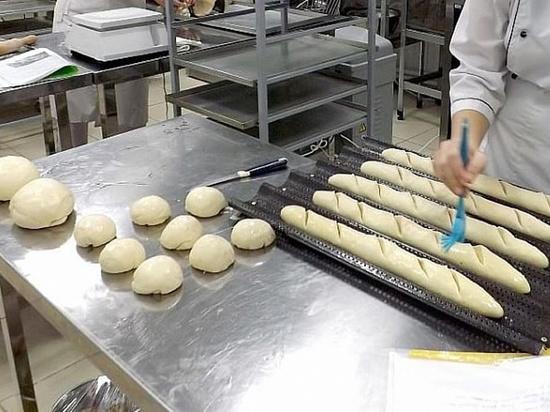 Предпенсионеров Крымского района научат печь хлеб