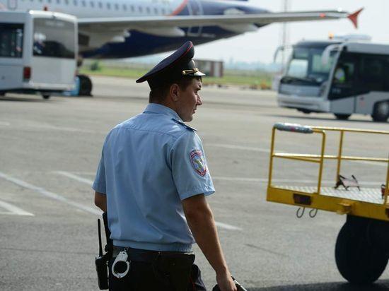 В Петербурге с самолета сняли дебошира-матершинника