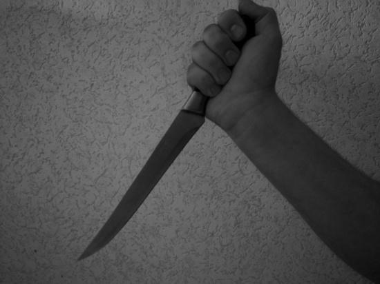 В Адамовском районе женщина чуть не убила мужа