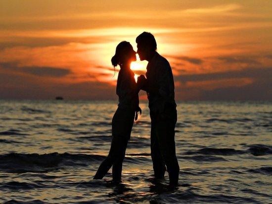 Знаки Зодиака способные всю жизнь любить одного человека