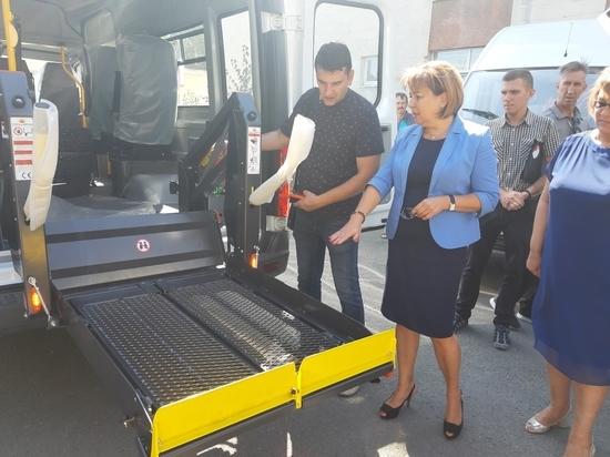 Социальные центры Крыма получили 20 современных автомобилей