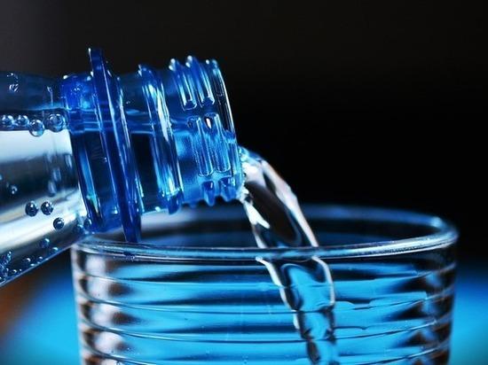 Ученые опровергли миф, что человеку нужно пить 2 литра воды