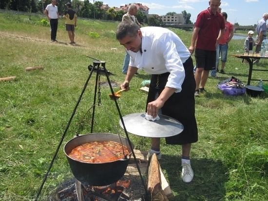 Тамбовчан коллективно накормят борщом
