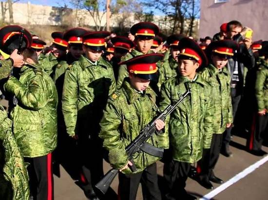 В Улан-Удэ мальчик выпал с четвертого этажа кадетской школы