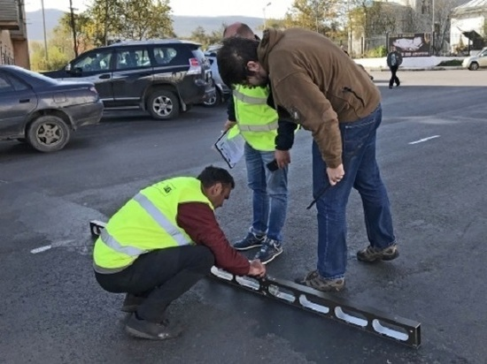 Ревизоры из Москвы нашли изъяны ремонта на дорогах Магадана