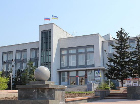 В Улан-Удэ люди, требующие перевыборов, заявили о заложенных в мэрии бомбах