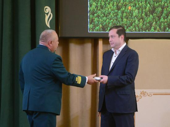Губернатор Алексей Островский наградил лучших работников леса