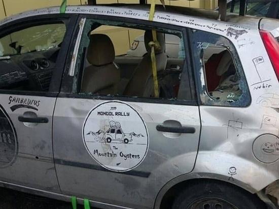 В Улан-Удэ участникам международного ралли выбили стекла в машинах