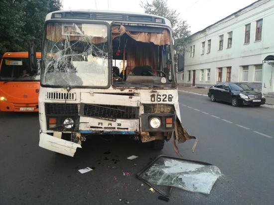В Оренбурге столкнулись иномарка и «ПАЗ»