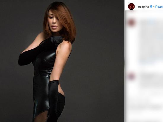 Алёна Апина показала дерзкий образ: чёрная кожа и глубокое декольте