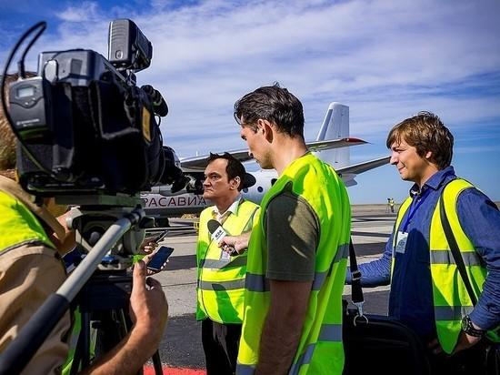 Квентин Тарантино приехал в краевую столицу и оценил барнаульский аэропорт