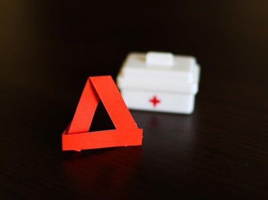 Водитель легкового автомобиля, врезавшегося в фуру в Петрозаводске, погиб