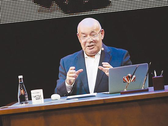 В новом ТВ-сезоне Михаил Швыдкой заговорил о сексуальных домогательствах