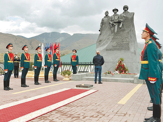 Путин в Дагестане выпил водки и заговорил о «слюнтяях»