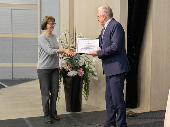 В Новосибирске 5 школам вручены сертификаты опорных школ РАН