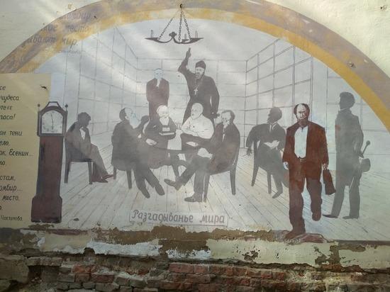 Ставшие достопримечательностью настенные фрески уничтожают в Боровске