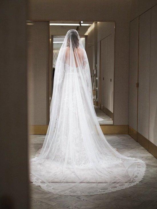 Ксения Собчак выложила в Instagram фото со свадебным платьем, но скрыла катафалк