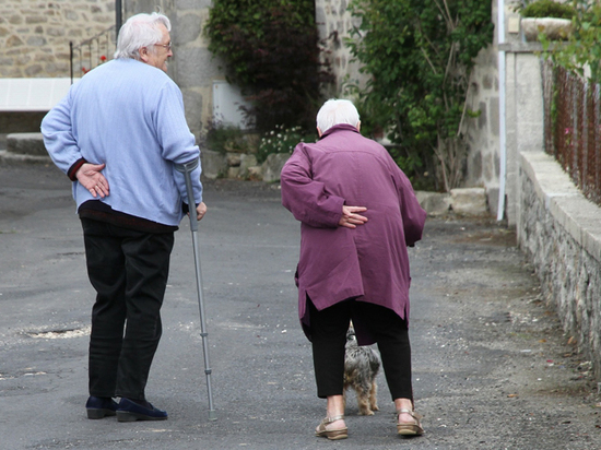Бедность ускоряет старение на клеточном уровне, заявили ученые