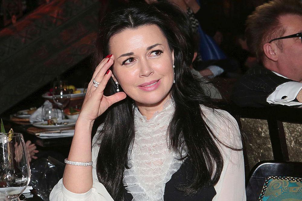 У Заворотнюк нашли рак мозга: красавица-актриса недавно стала мамой