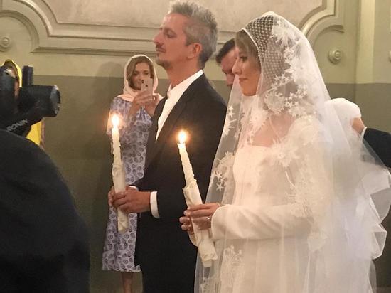 Православные осудили пару за то, что она превратила таинство в шоу