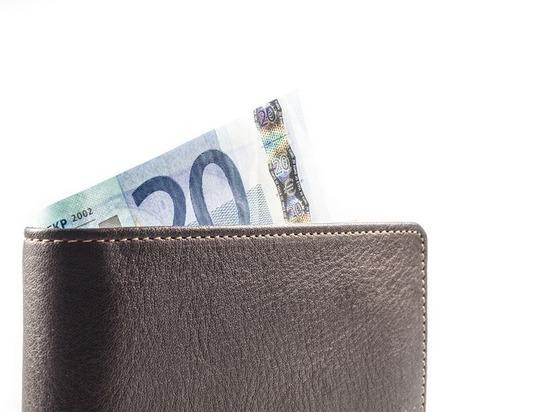 У жительницы Орловской области украли кошелек за 48 тысяч рублей