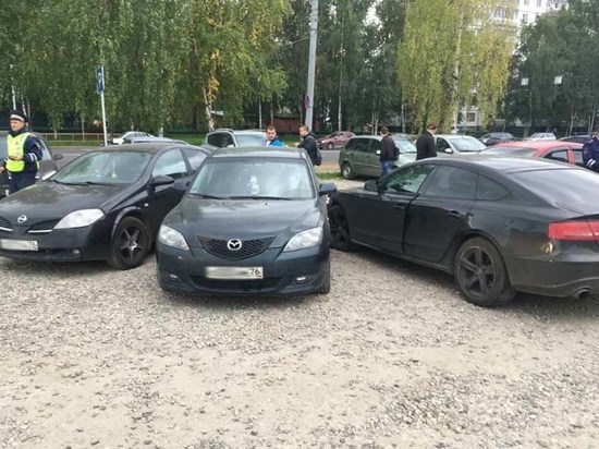 В Рыбинске неловкий водитель разбил три иномарки