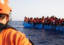 Зеехофер хочет принять каждого четвертого беженца, спасенного в море