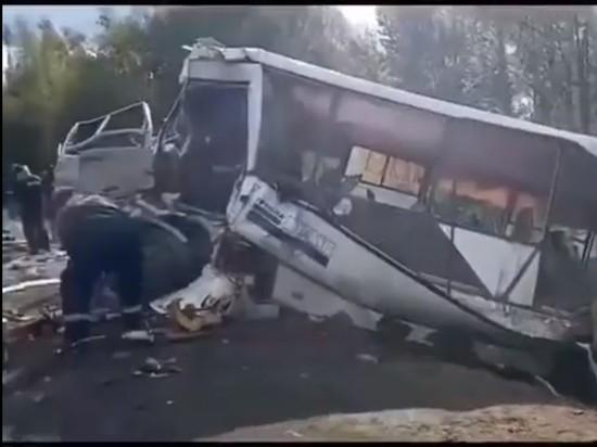 """""""Люди кричали от боли"""": очевидец рассказал о ДТП с автобусом"""