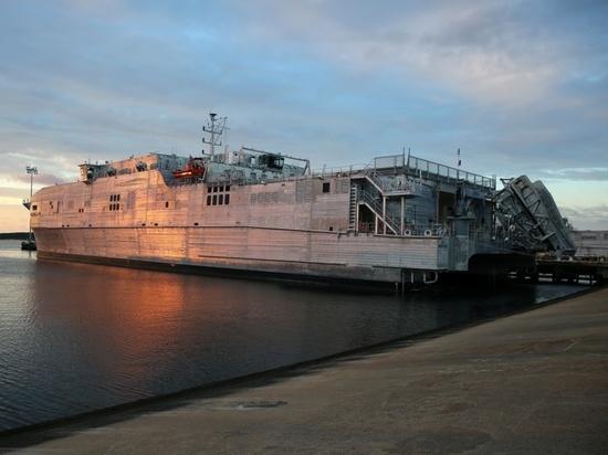 Черноморский флот отслеживает перемещение военного судна США