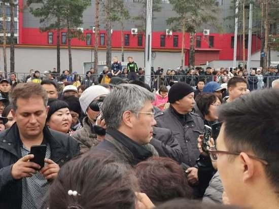 Всех в отставку: участники митинга в Улан-Удэ зачитали резолюцию