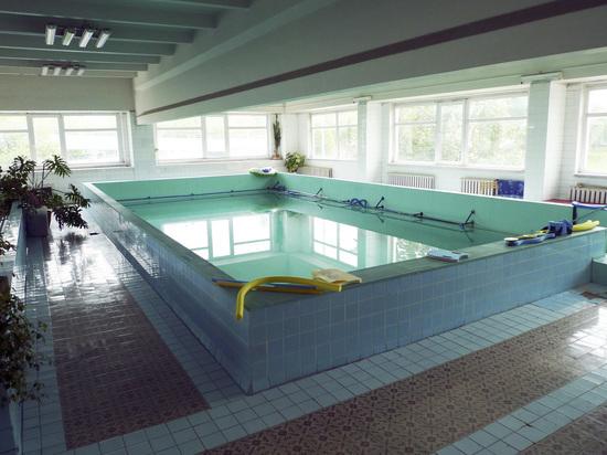 СМИ: в Москве ребенку засосало руку в бассейне