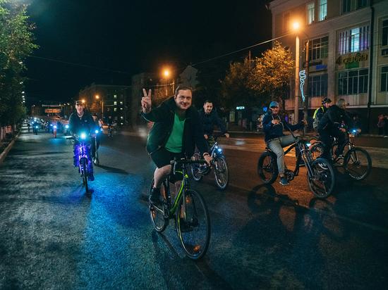 Глава Смоленщины стал участником «Ночного велопарада – 2019»