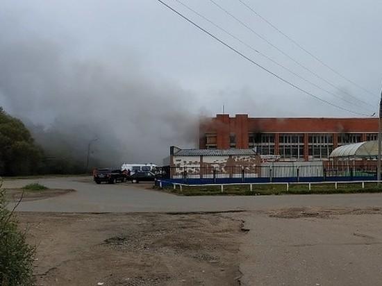 На Дзержинском рынке Ярославля пожар повредил 400 метров торговых площадей