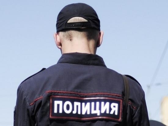Полицейский в Хабаровске спас мужчину, на которого напали в ТЦ