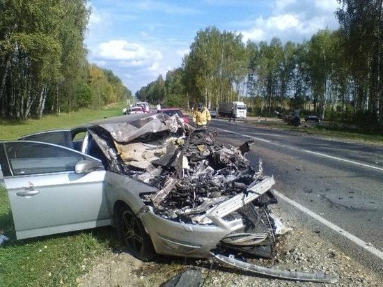 Четыре машины жестко столкнулись на калужской трассе