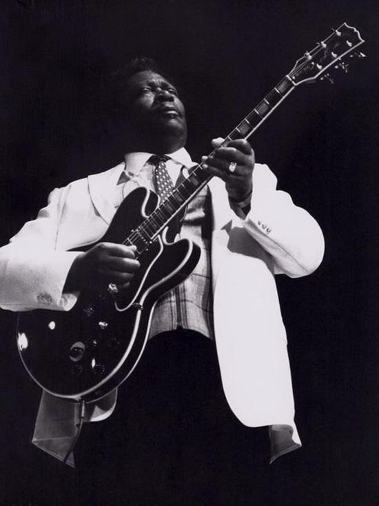 Би Би Кинг: король блюза, рискнувший жизнью ради любимой гитары