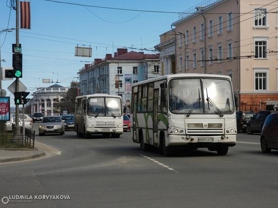 Петрозаводчанка упала в маршрутке из-за резких маневров водителя