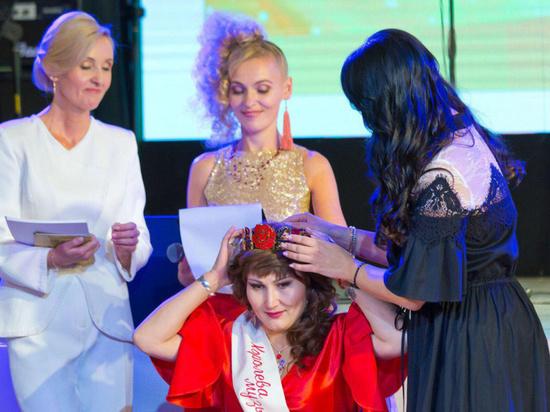 Супруга Алексея Текслера вручила корону победительнице конкурса