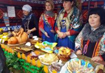 В Мужах сельскохозяйственная ярмарка прошла с концертом и жареной картошкой