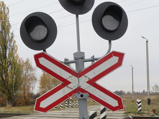 В Воронежской области грузовой поезд столкнулся с «Фольксвагеном»