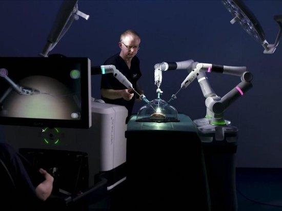 Британский врач рассказал, заменят ли роботы хирургов