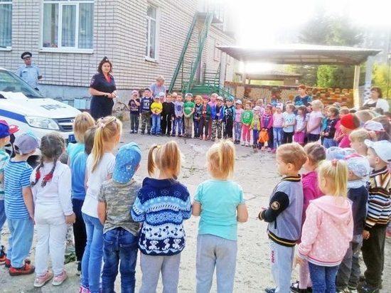 Детям в Тверской области рассказали о фликерах