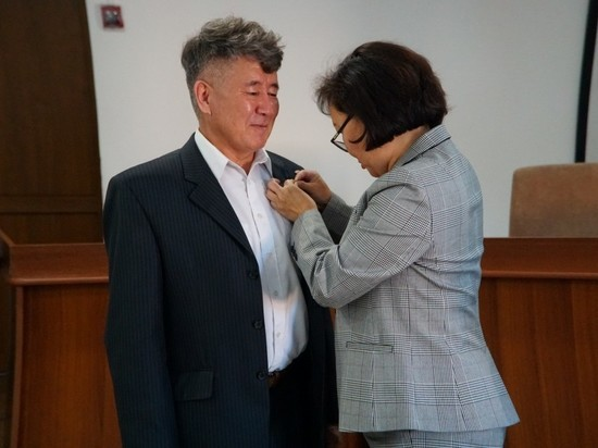 Анестезиолог-реаниматолог Самба Санчыевич Доо награжден Почетным знаком «Отличник здравоохранения РФ»