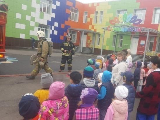 В Оренбурге детсадовцам показали противопожарную технику