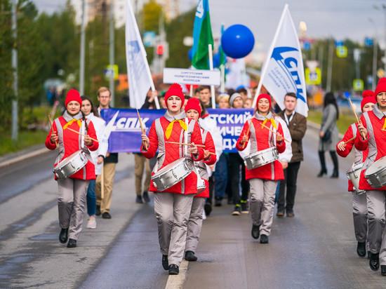 Югорские первокурсники присоединились к параду российского студенчества