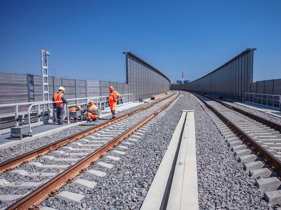 На Крымском мосту устанавливают железнодорожную автоматику
