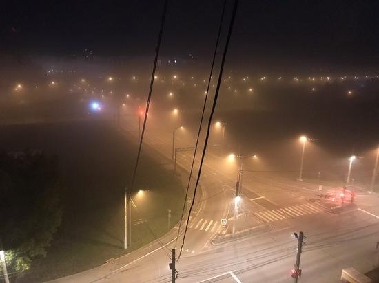 Показываем фото ночного тумана в Красноярске