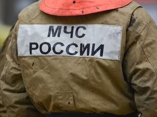 Под утро в Екатеринбурге загорелась кровля магазина