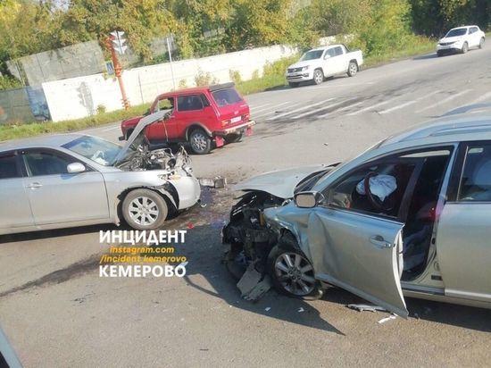 Две иномарки столкнулись лоб в лоб в Кемерове