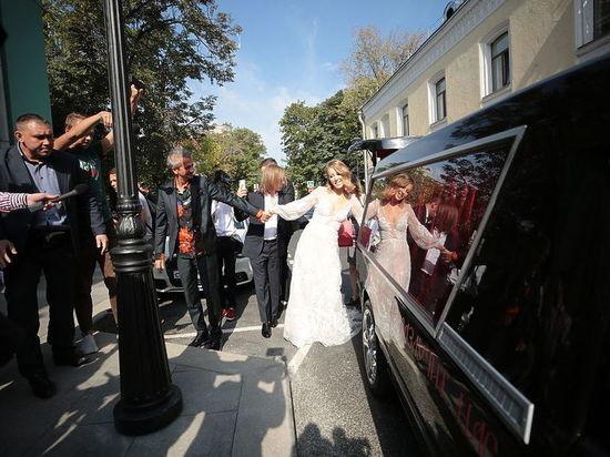 Водителя свадебного катафалка Ксении Собчак оштрафуют на 1000 рублей